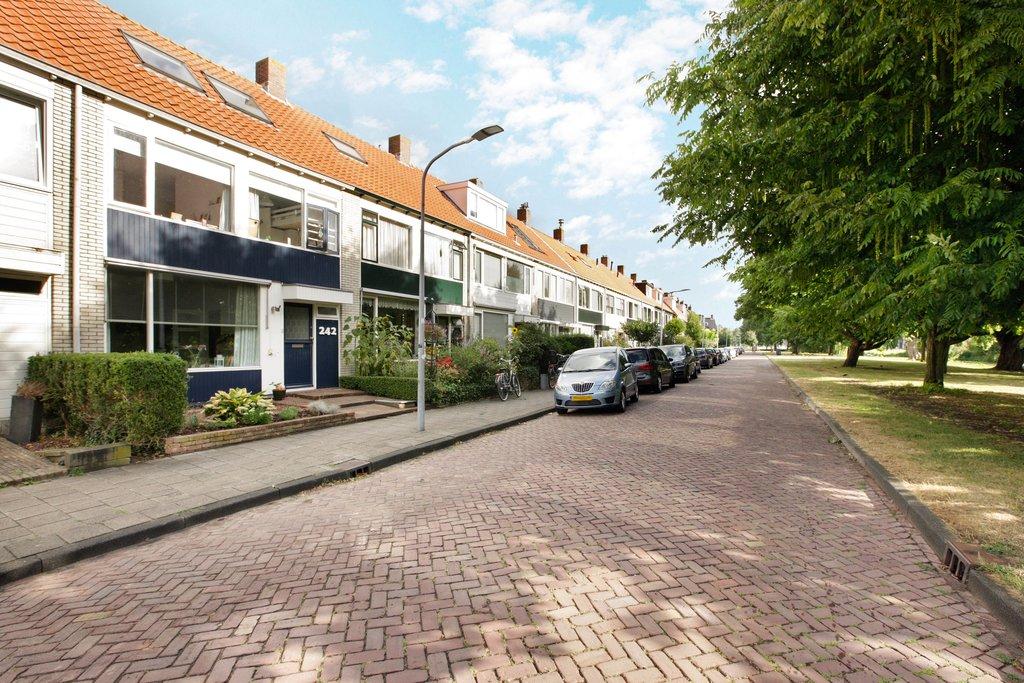 Te huur : Woonhuis Lodewijk van Deyssellaan 242 in Haarlem